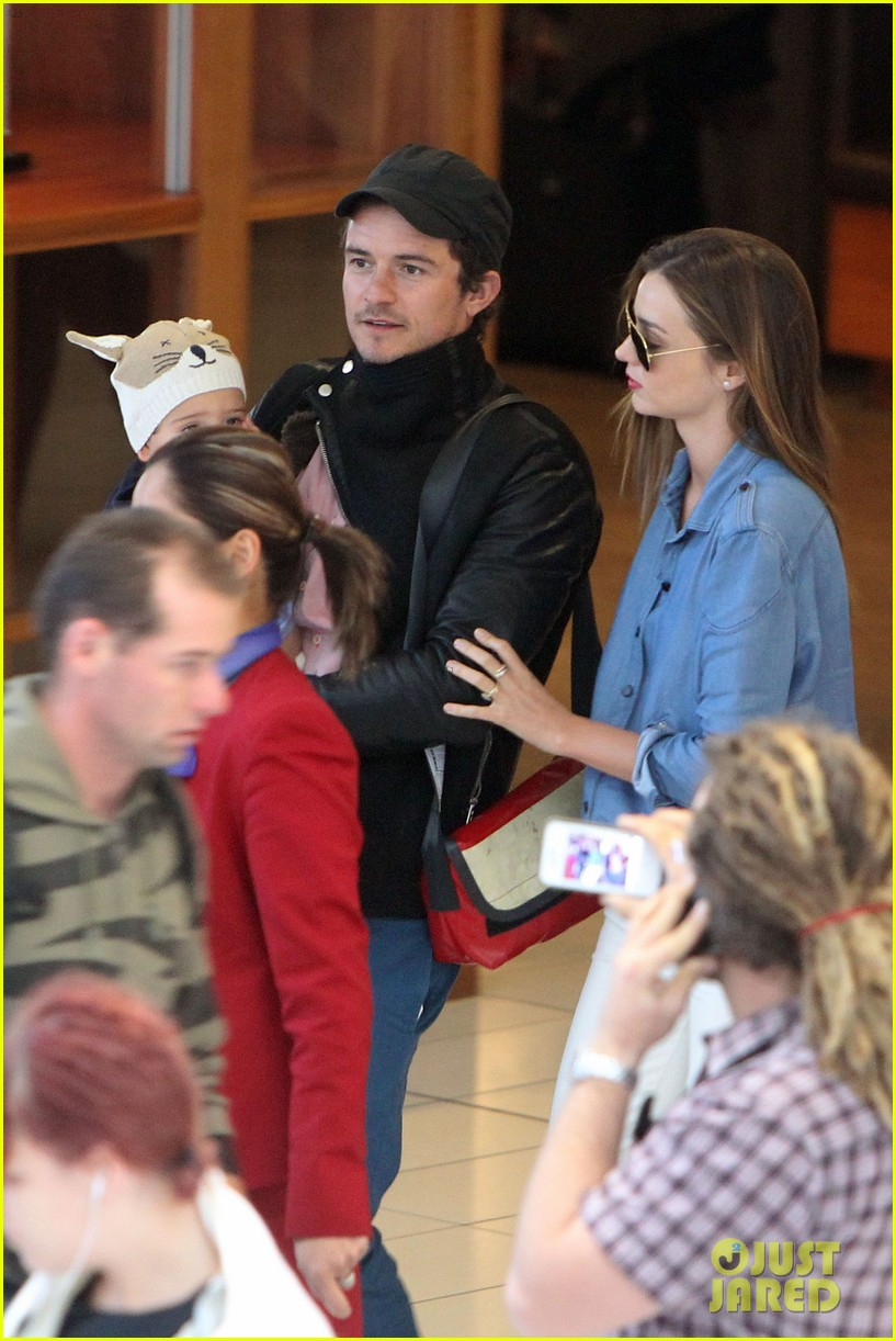 miranda kerr orlando bloom sydney arrival with flynn 082698087