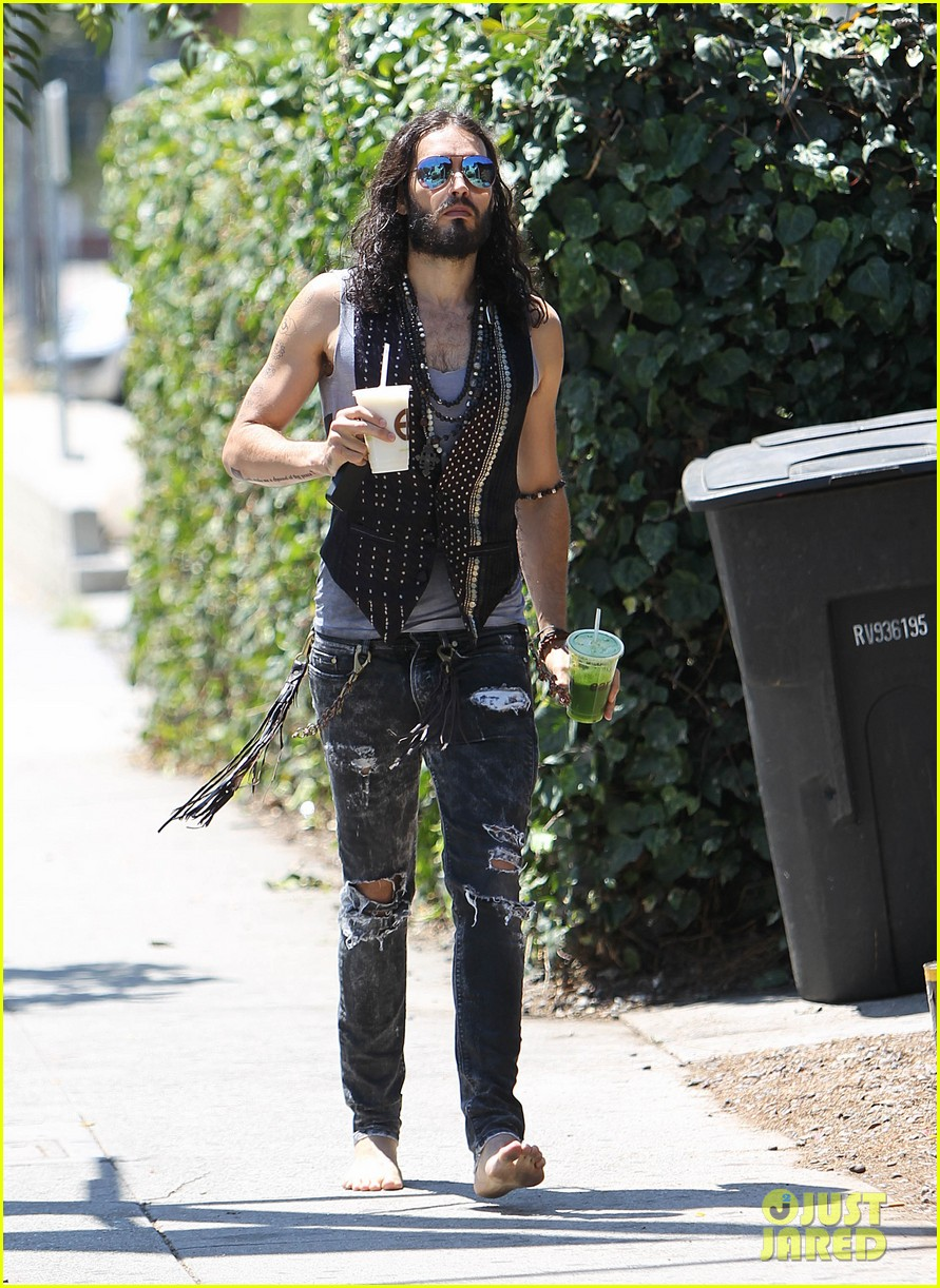 russell brand barefoot with smoothies 122697299