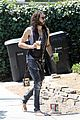 russell brand barefoot with smoothies 06