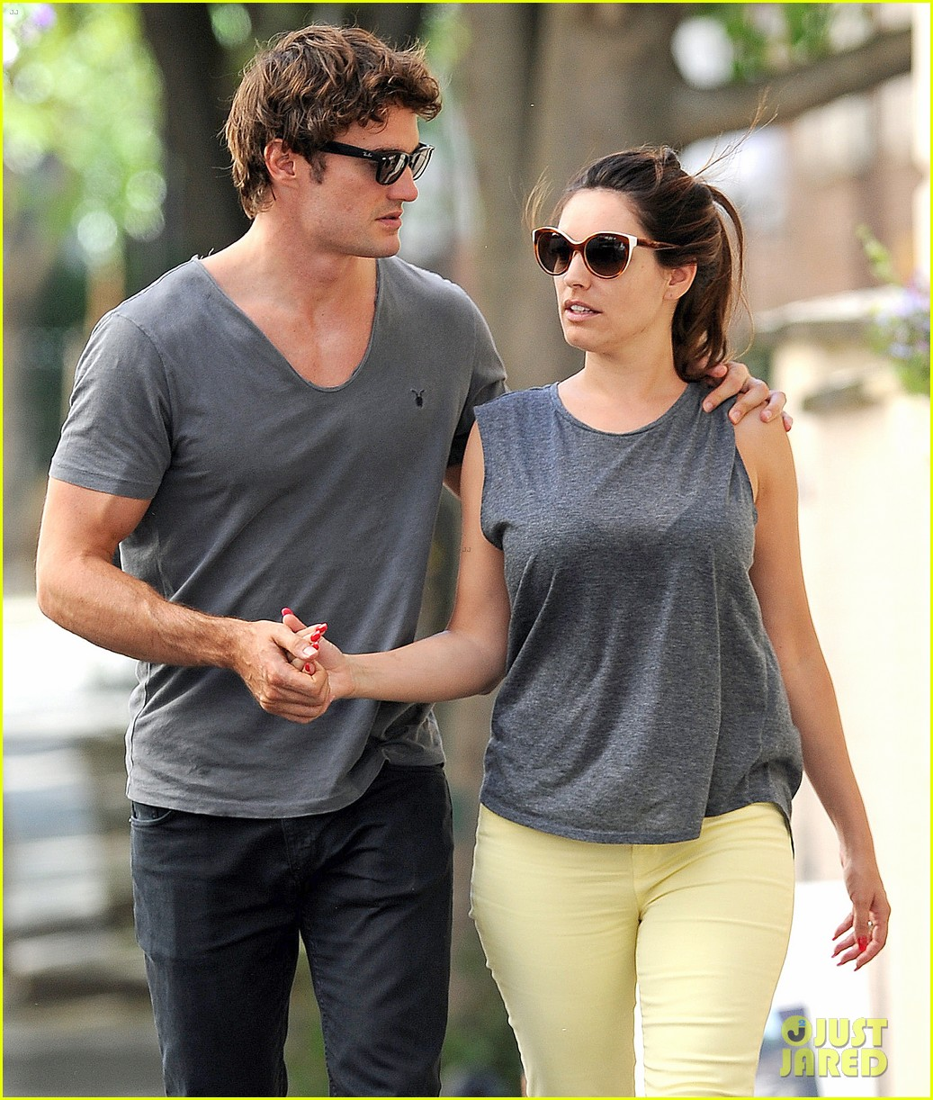 kelly brook thom evans london pub pair 082704615