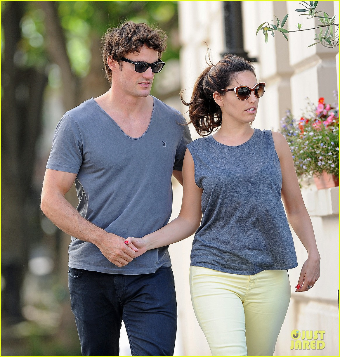 kelly brook thom evans london pub pair 15