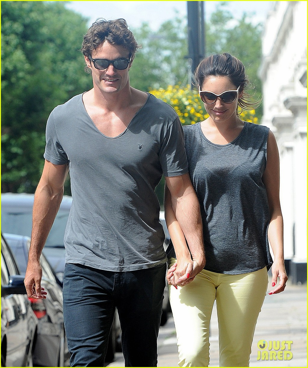 kelly brook thom evans london pub pair 182704625