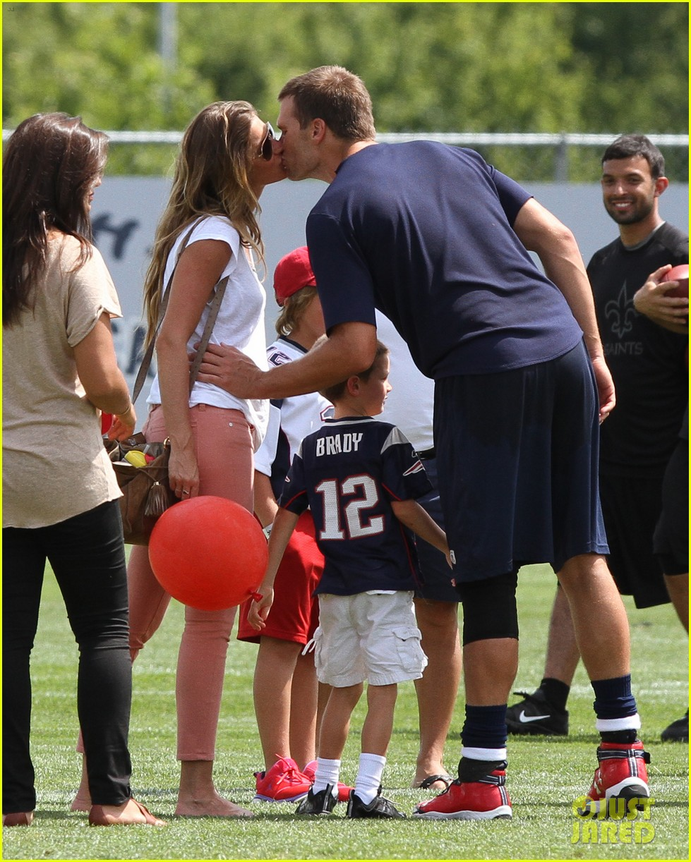 gisele bundchen training camp with tom brady kids 01