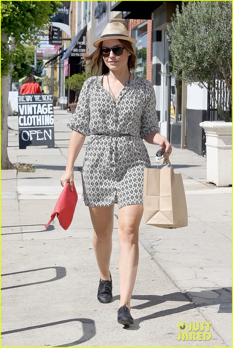 Sophia Bush goes vintage shopping, in Beverly Hills, CA. - 25.8. Sophia-bush-remembering-the-way-we-wore-11