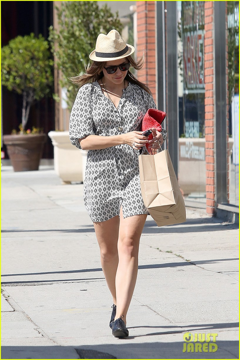 Sophia Bush goes vintage shopping, in Beverly Hills, CA. - 25.8. Sophia-bush-remembering-the-way-we-wore-19