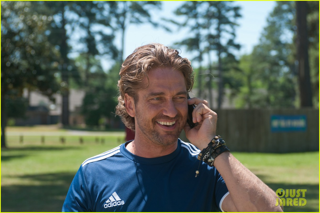 gerard butler playing for keeps trailer poster stills 13