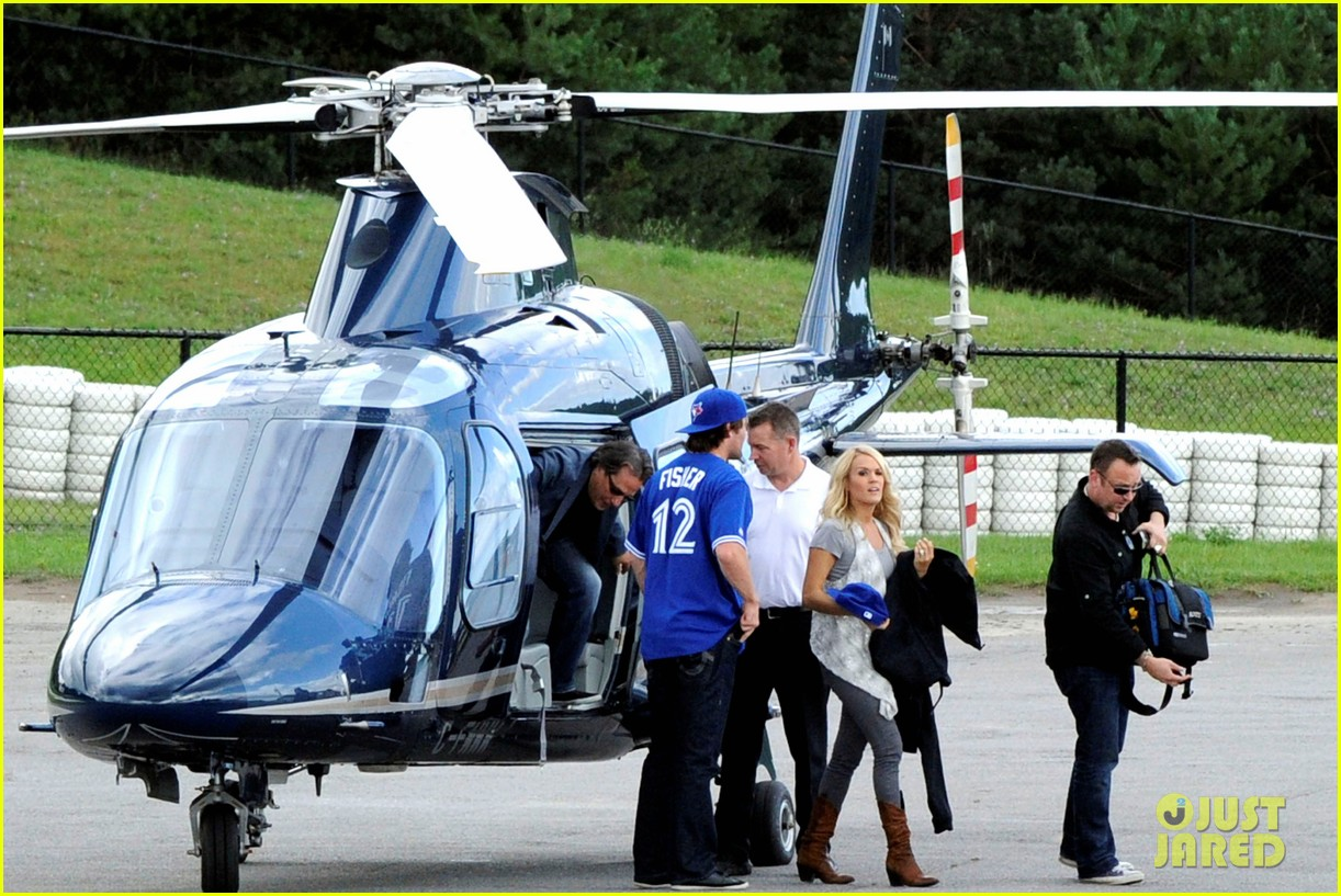 carrie underwood helicopter 012700911