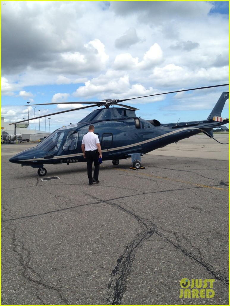 carrie underwood helicopter 022700912