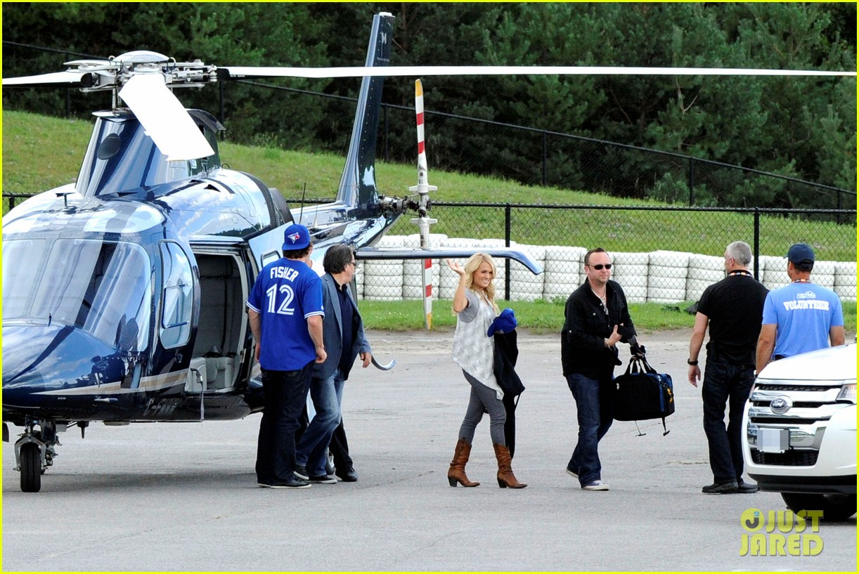 carrie underwood helicopter 052700915