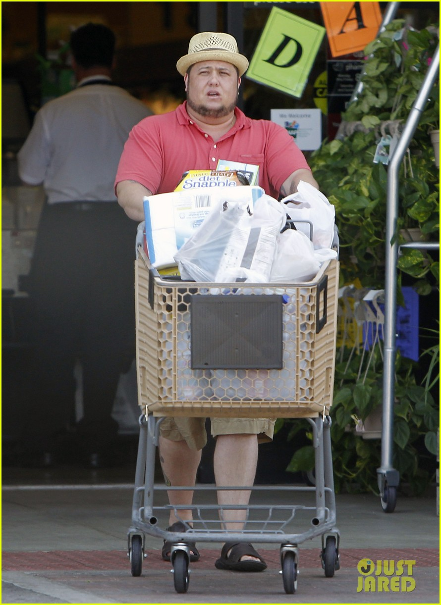 chaz bono grocery shopping 012704802