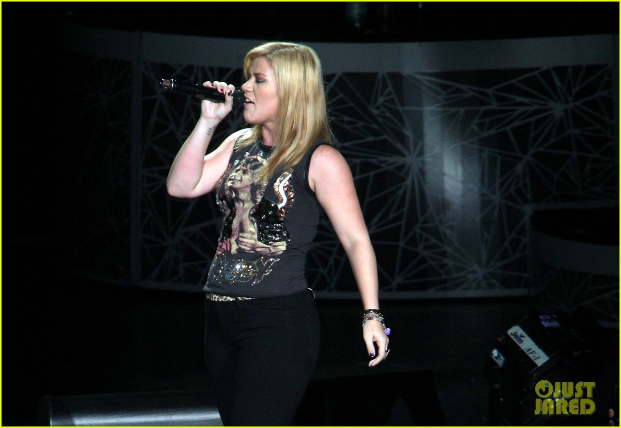 kelly clarkson florence and the machine shake it out cover 042709111