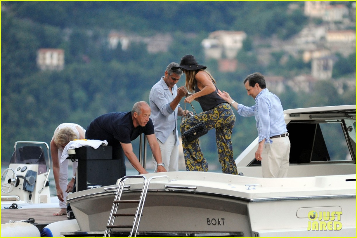 george clooney stacy keibler lake como boat ride 022699264