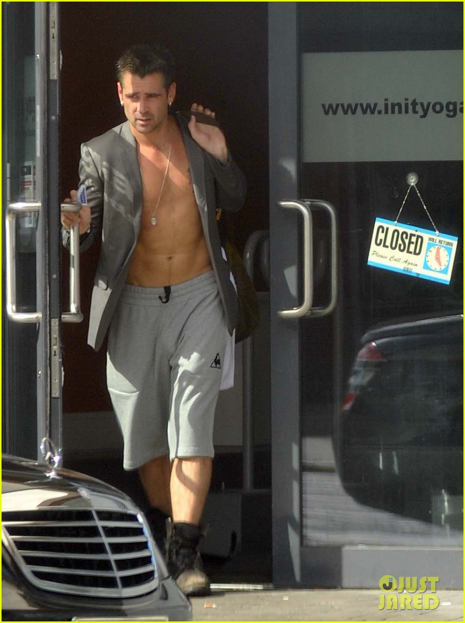 colin farrell shirtless yoga class 02