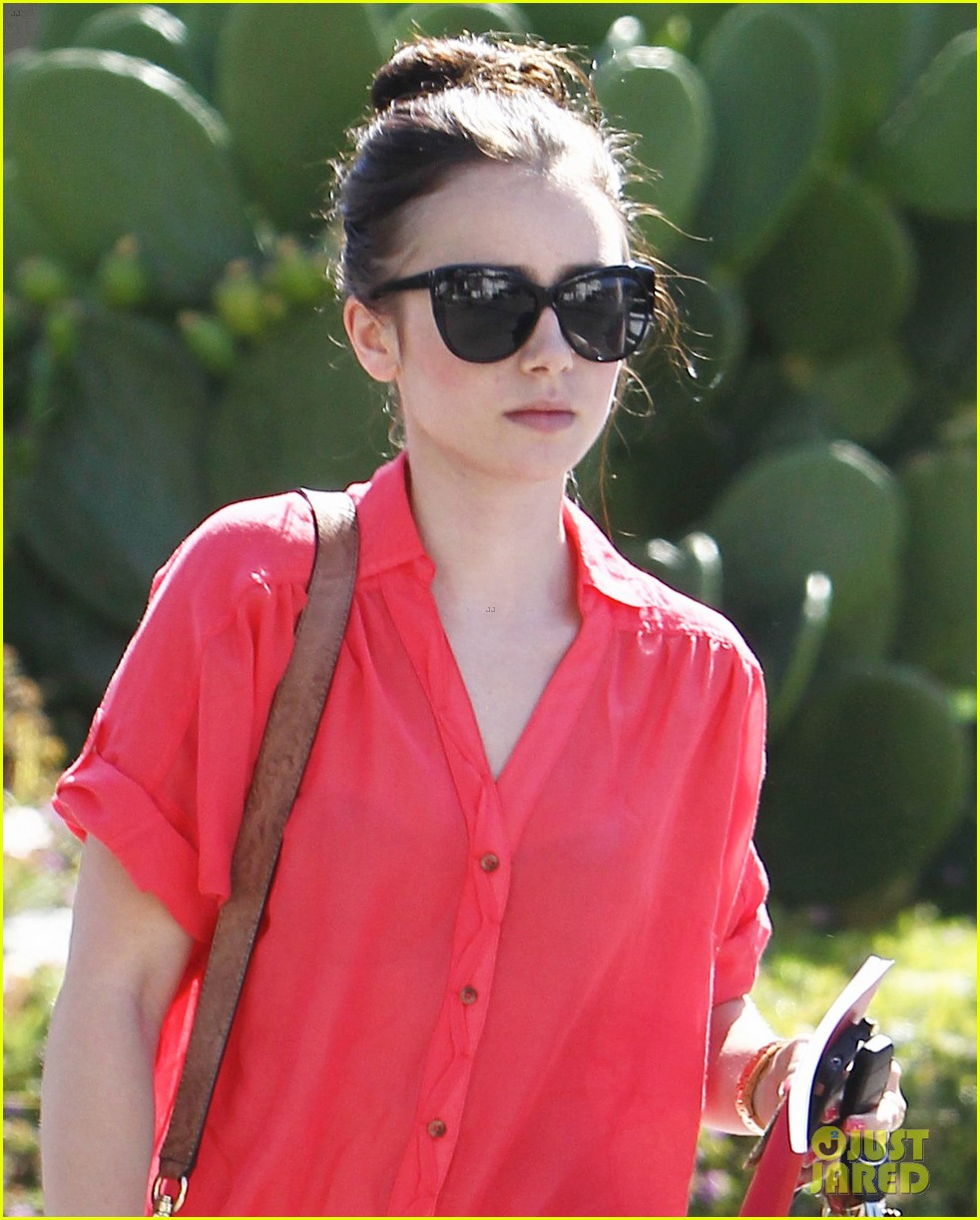 lily collins mortal instruments cast shapes up 022695942