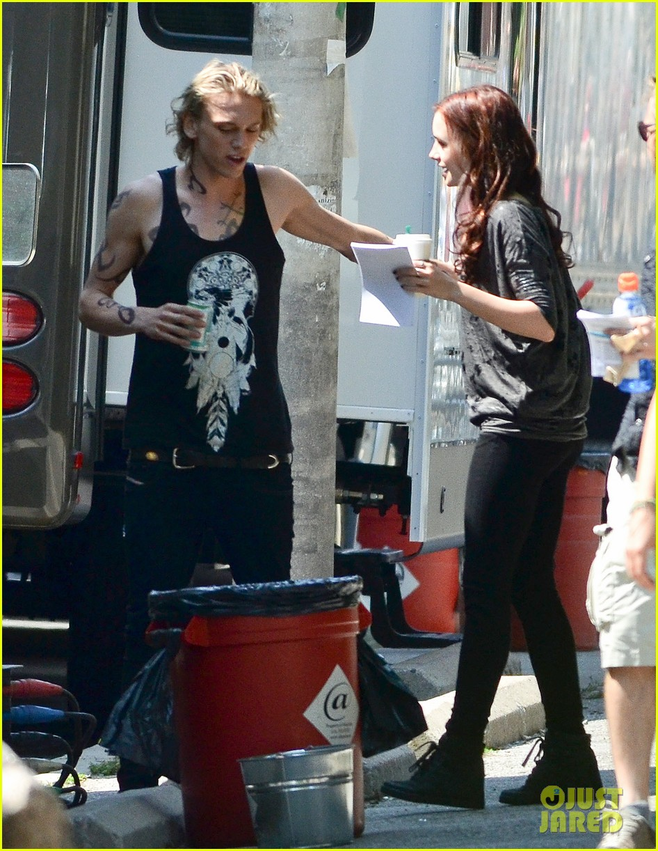 lily collins jamie campbell bower kiss on set 09