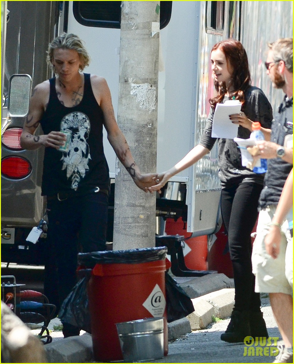 lily collins jamie campbell bower kiss on set 102707873
