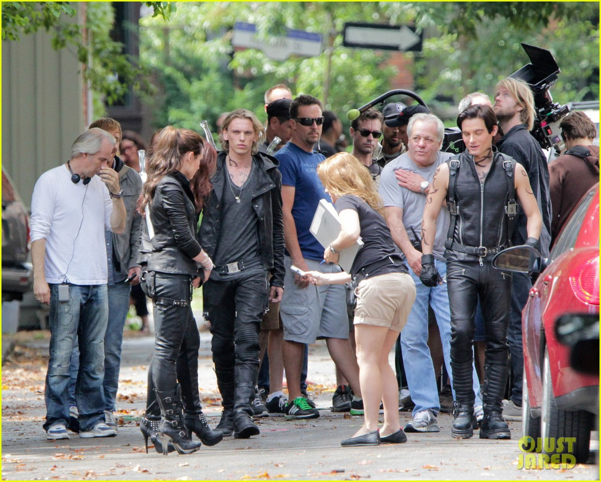 lily collins jamie campbell bower mortal instruments set 012705501