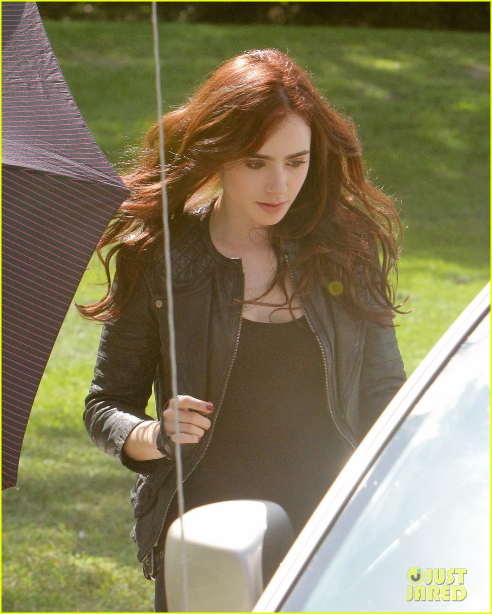 lily collins jamie campbell bower mortal instruments set 04