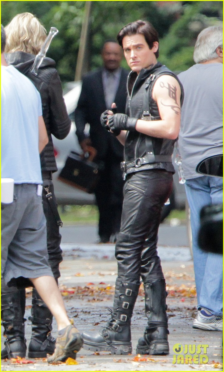 lily collins jamie campbell bower mortal instruments set 052705505