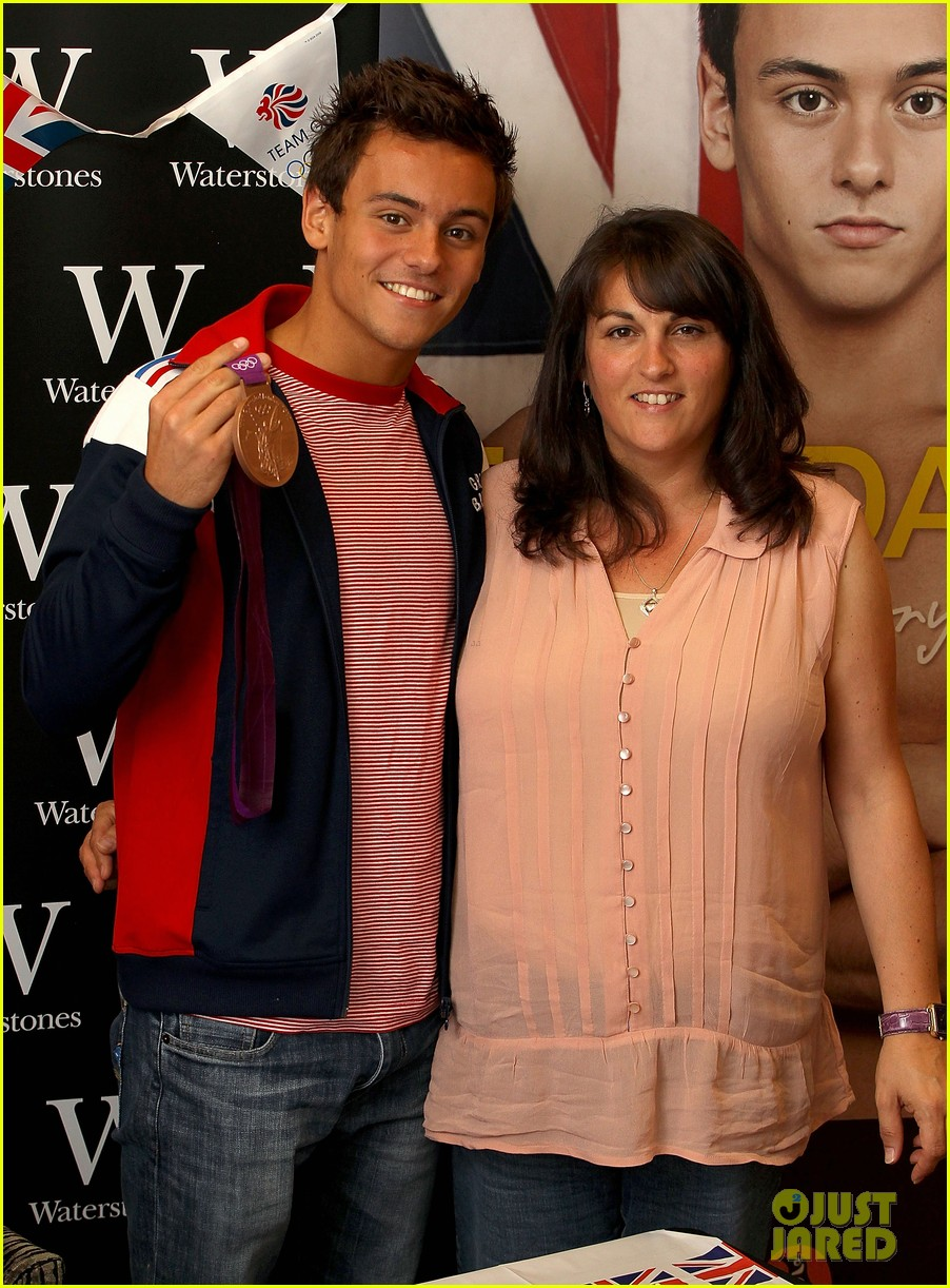 tom daley book signing 052703151