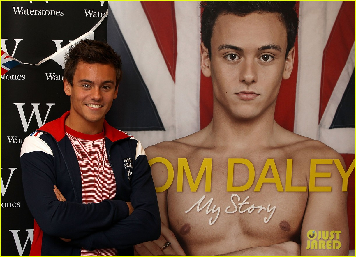 tom daley book signing 072703153