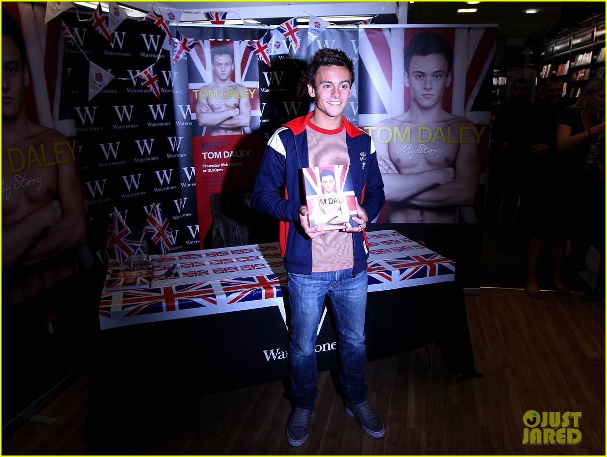 tom daley book signing 102703156