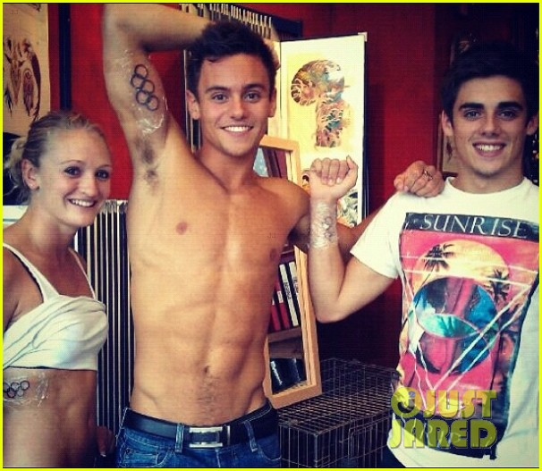 tom daley shirtless tattoo 012703835