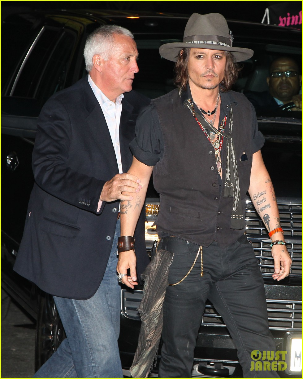 johnny depp pink taco for steven tyler 02