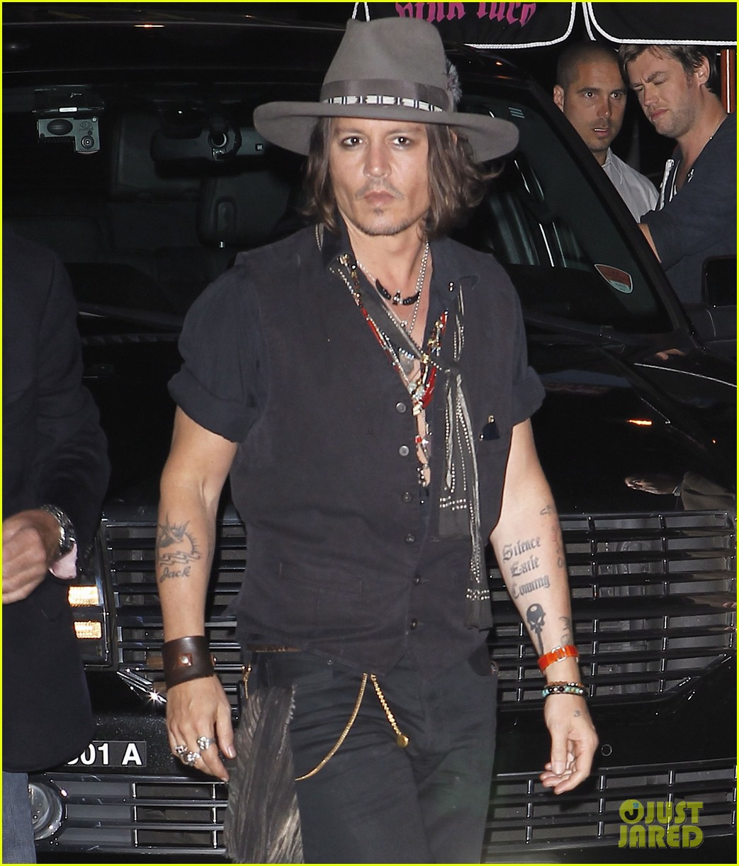 johnny depp pink taco for steven tyler 032698041