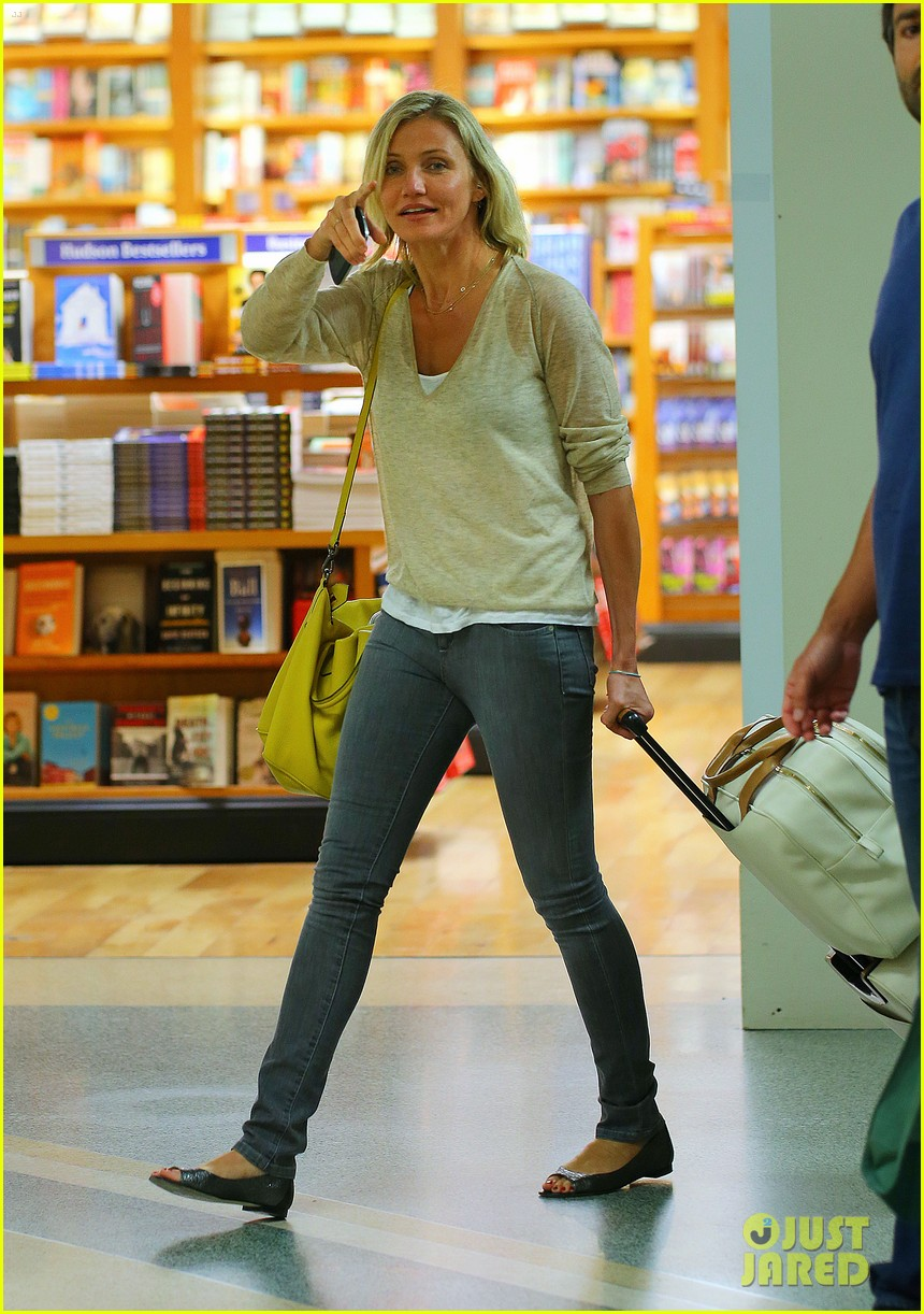 cameron diaz jfk departure 03