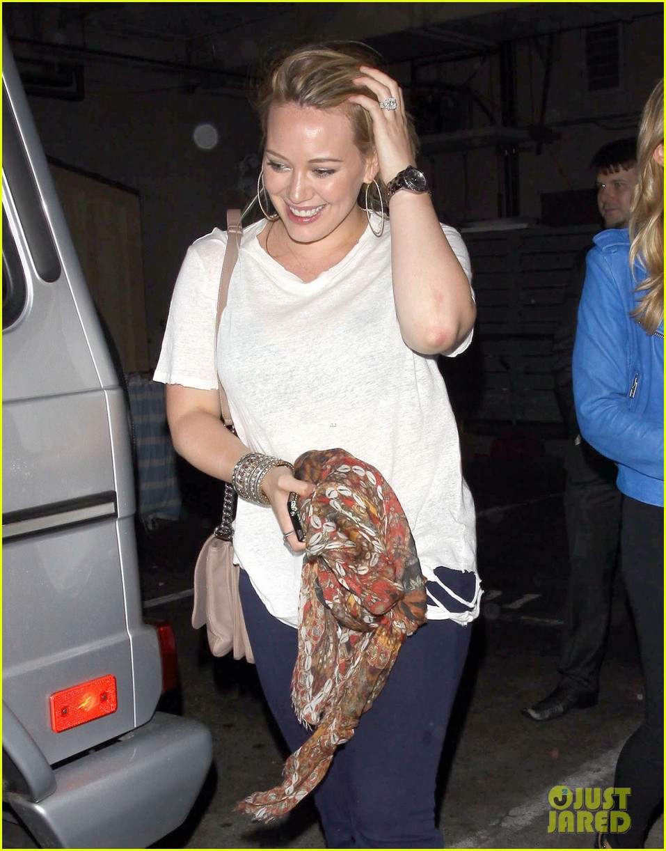 hilary duff girls night at inc 01