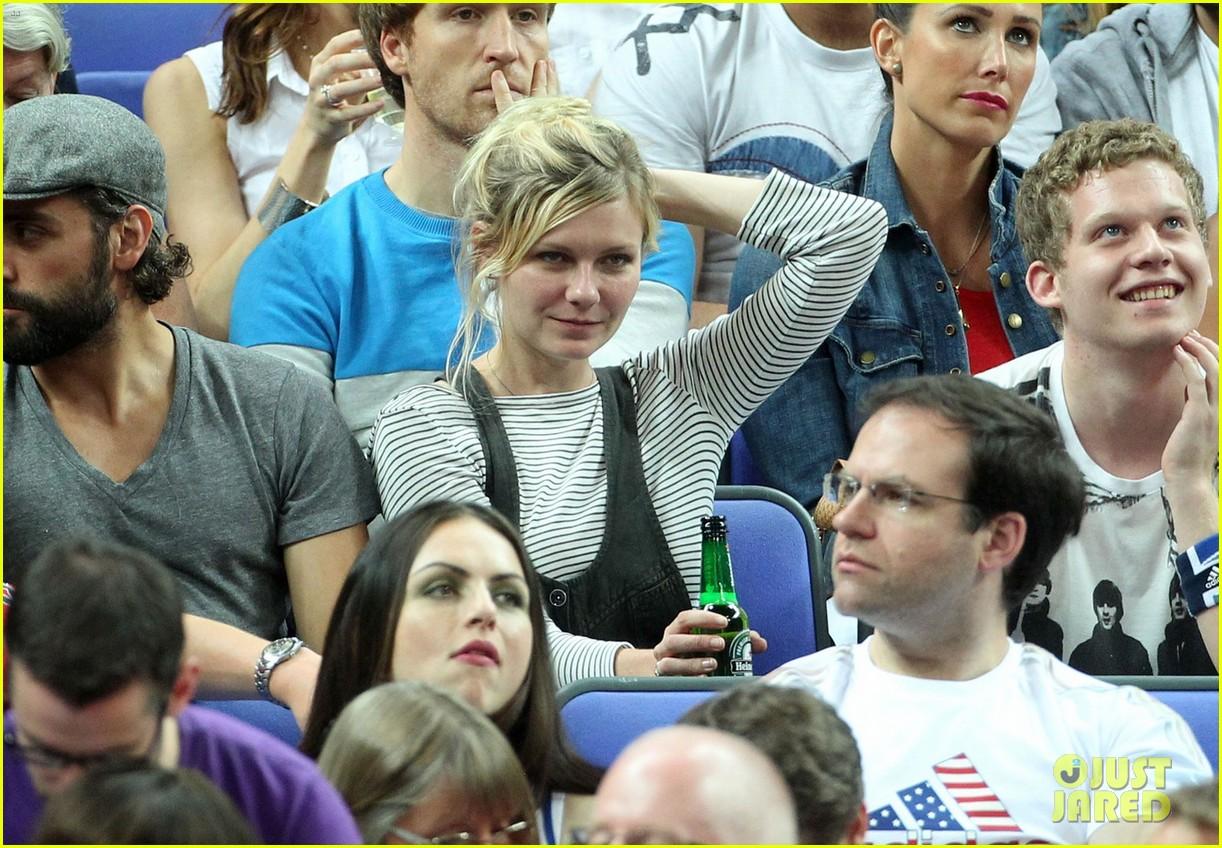 kirsten dunst oscar isaac london olympics spectators 012699311