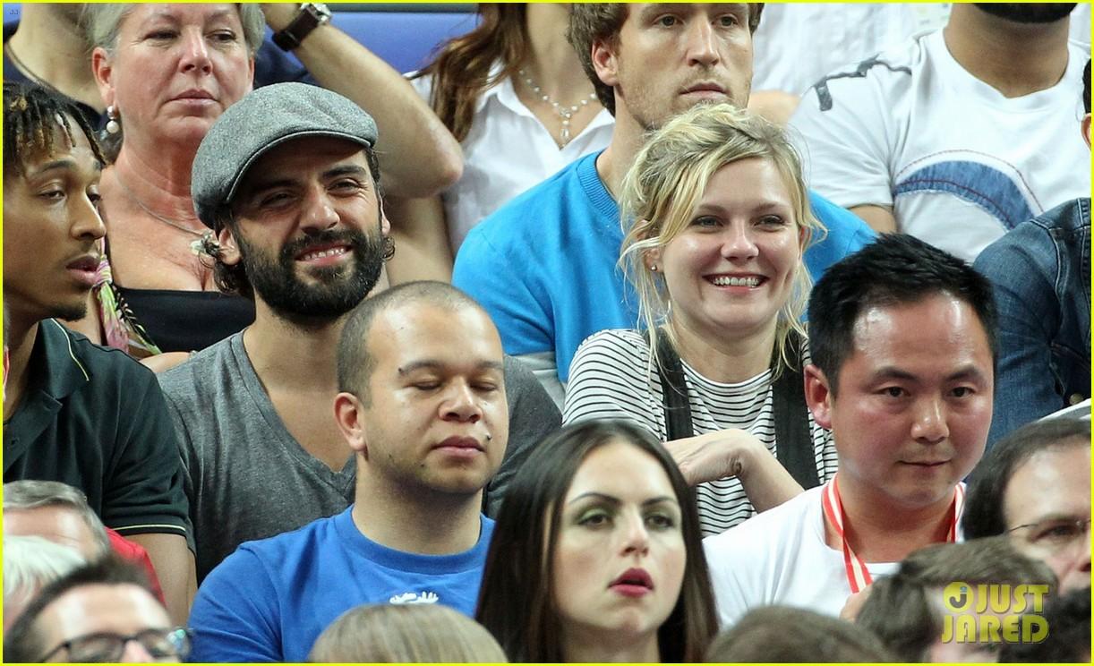 kirsten dunst oscar isaac london olympics spectators 052699315