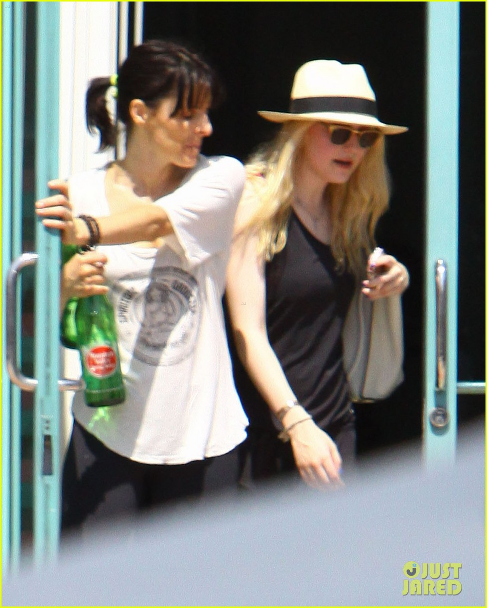 dakota fanning weekend workout woman 092701037