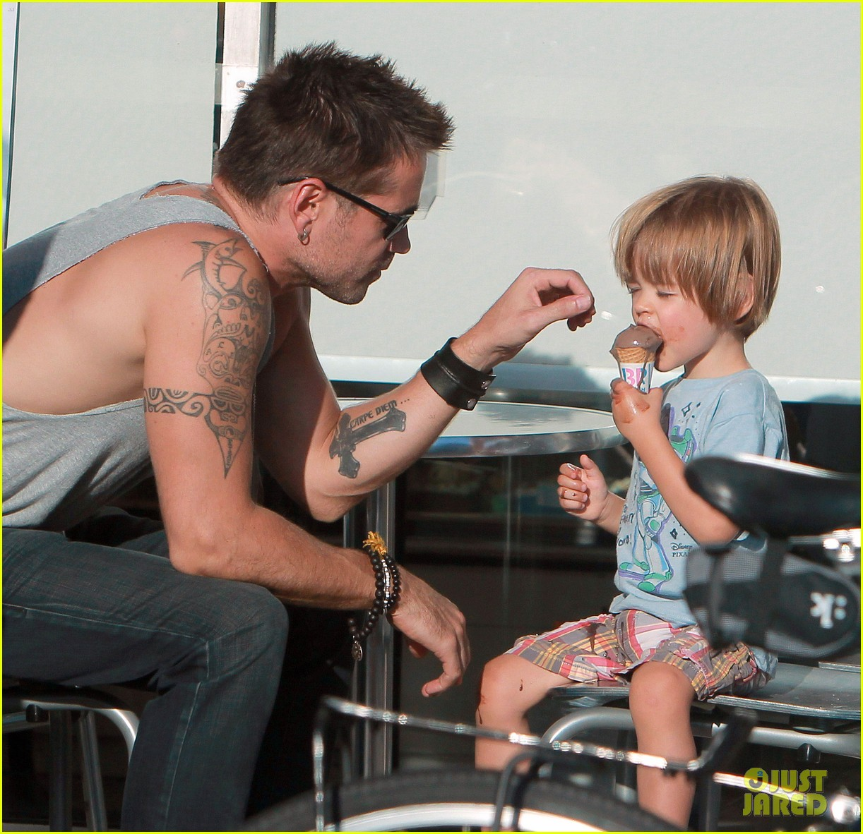colin farrell ice cream with henry 03