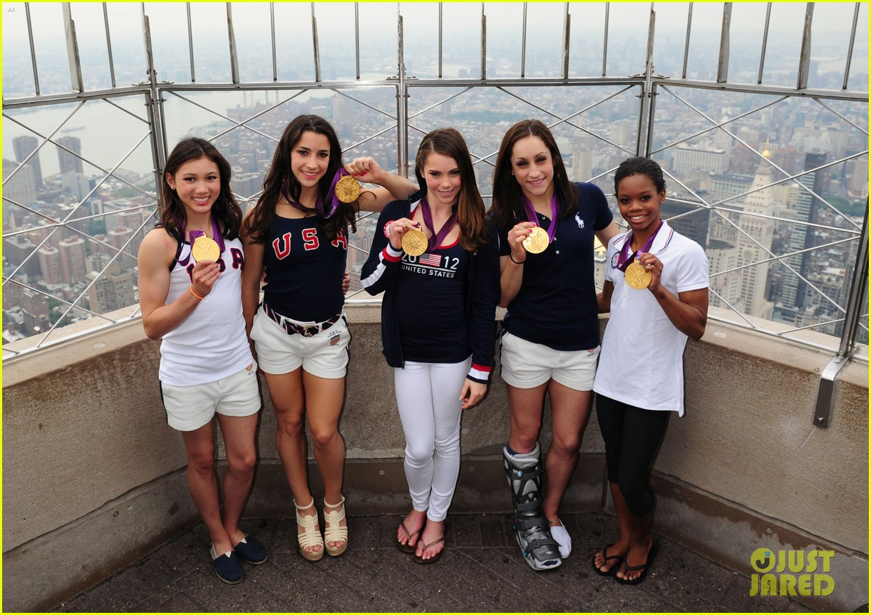 fierce five light up empire state building 032702147