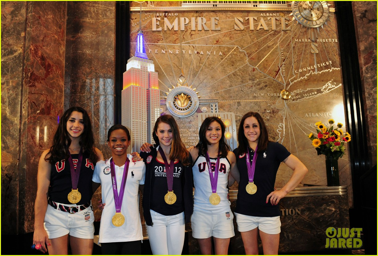 fierce five light up empire state building 092702153