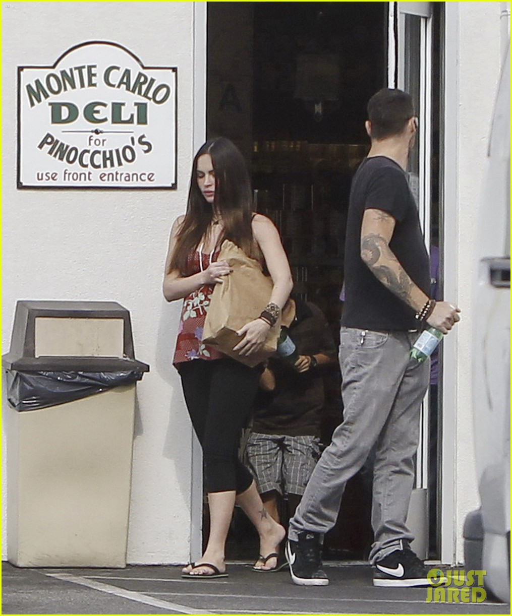 megan fox covers growing baby bump 082711844
