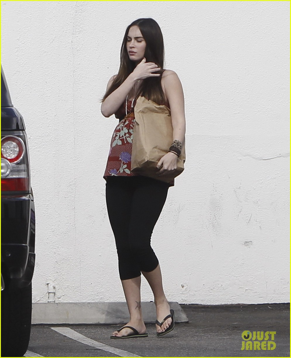 megan fox covers growing baby bump 142711850