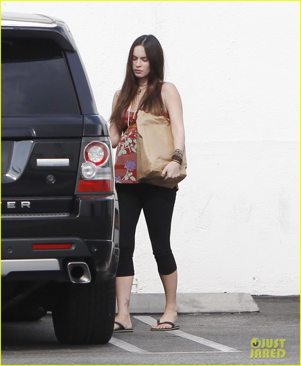 megan fox covers growing baby bump 152711851