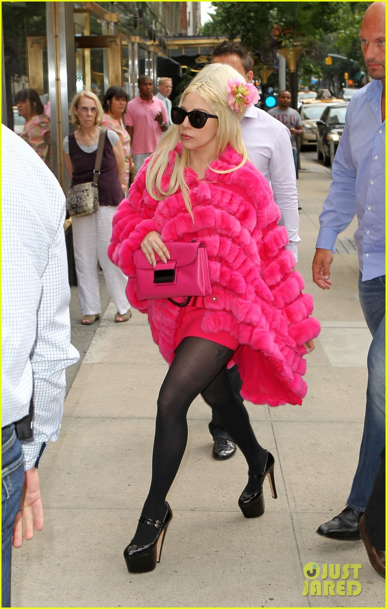 lady gaga madison avenue shopping 022698522