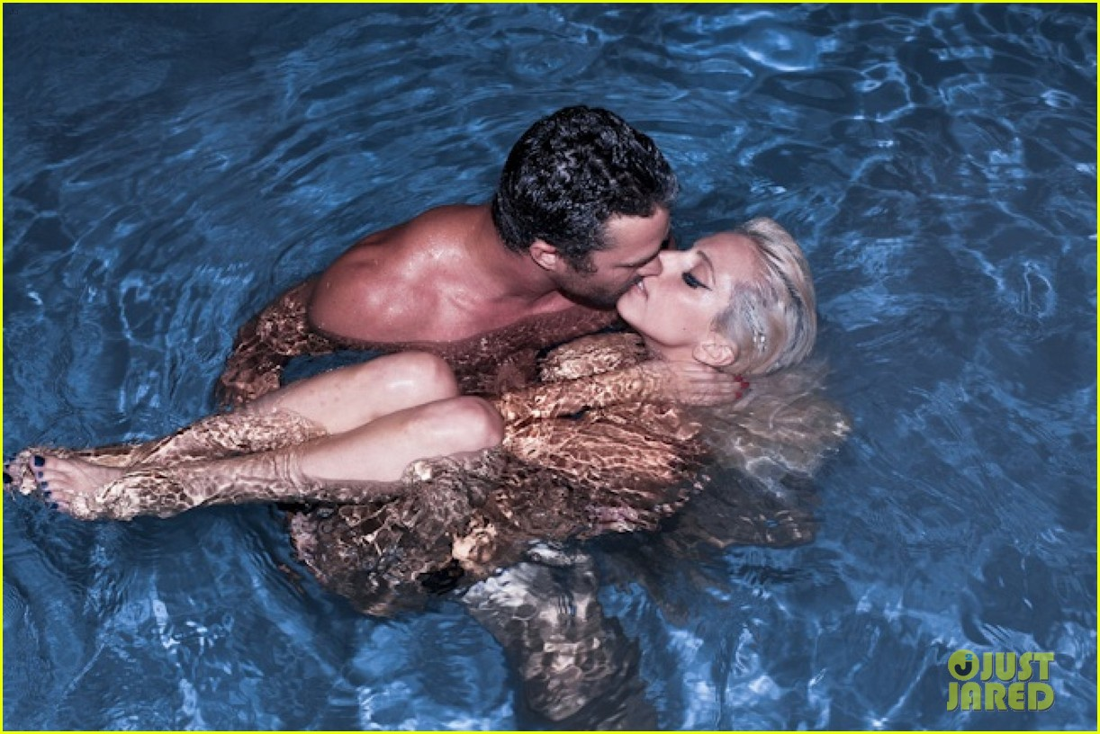 lady gaga skinny dipping with taylor kinney 02