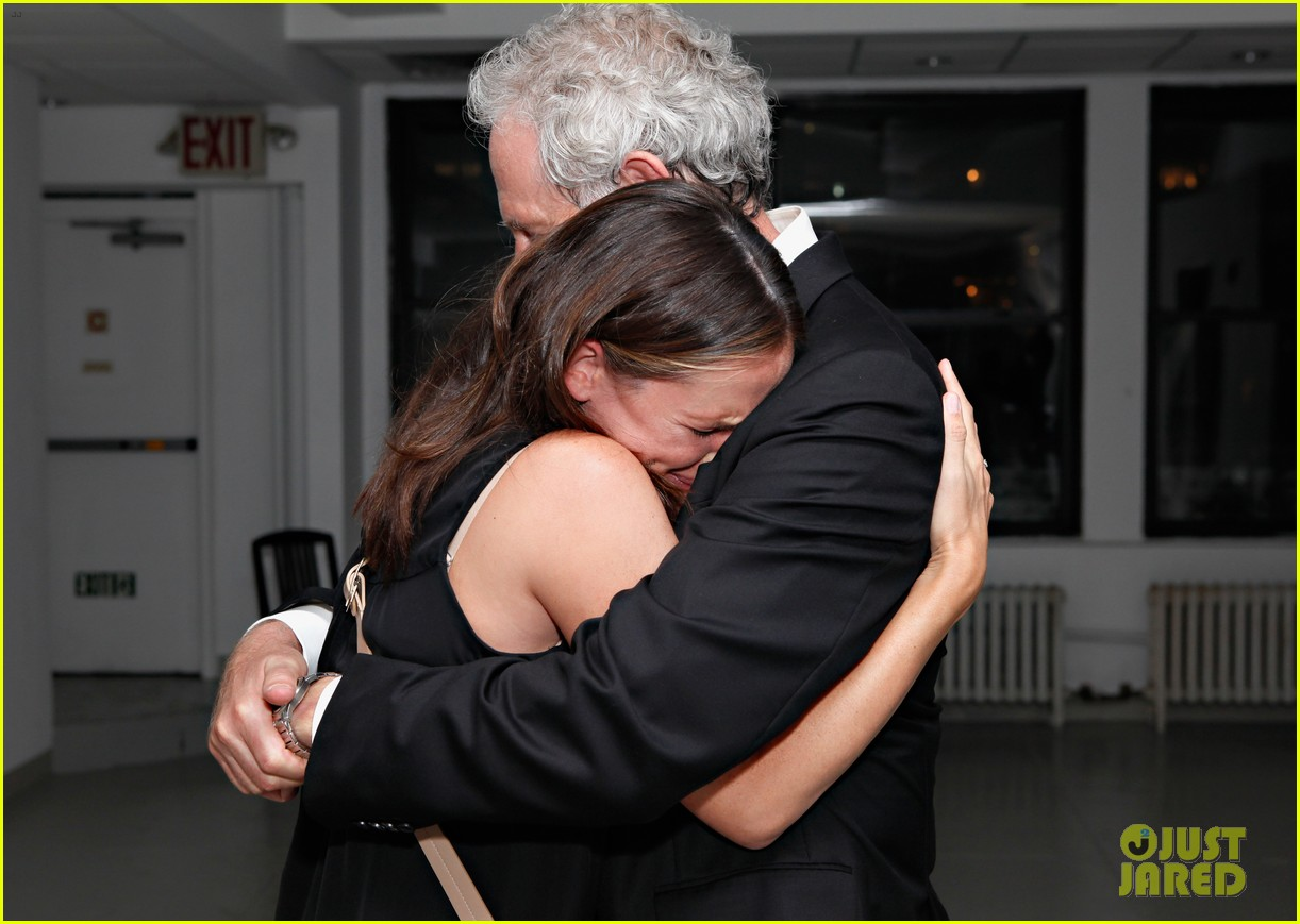 jennifer garner victor garber alias reunion in nyc 102702080