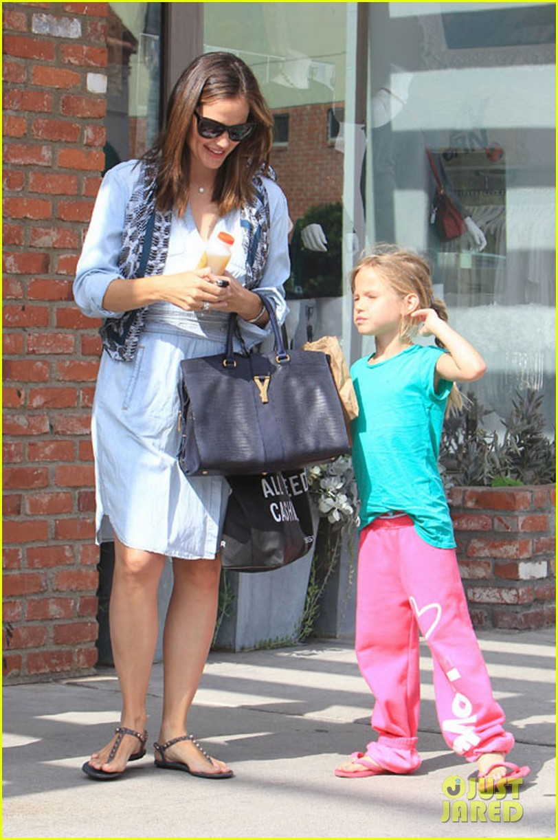 jennifer garner shopping with violet 012696681