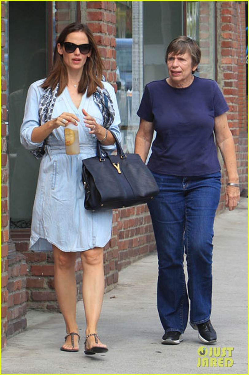 jennifer garner shopping with violet 032696683