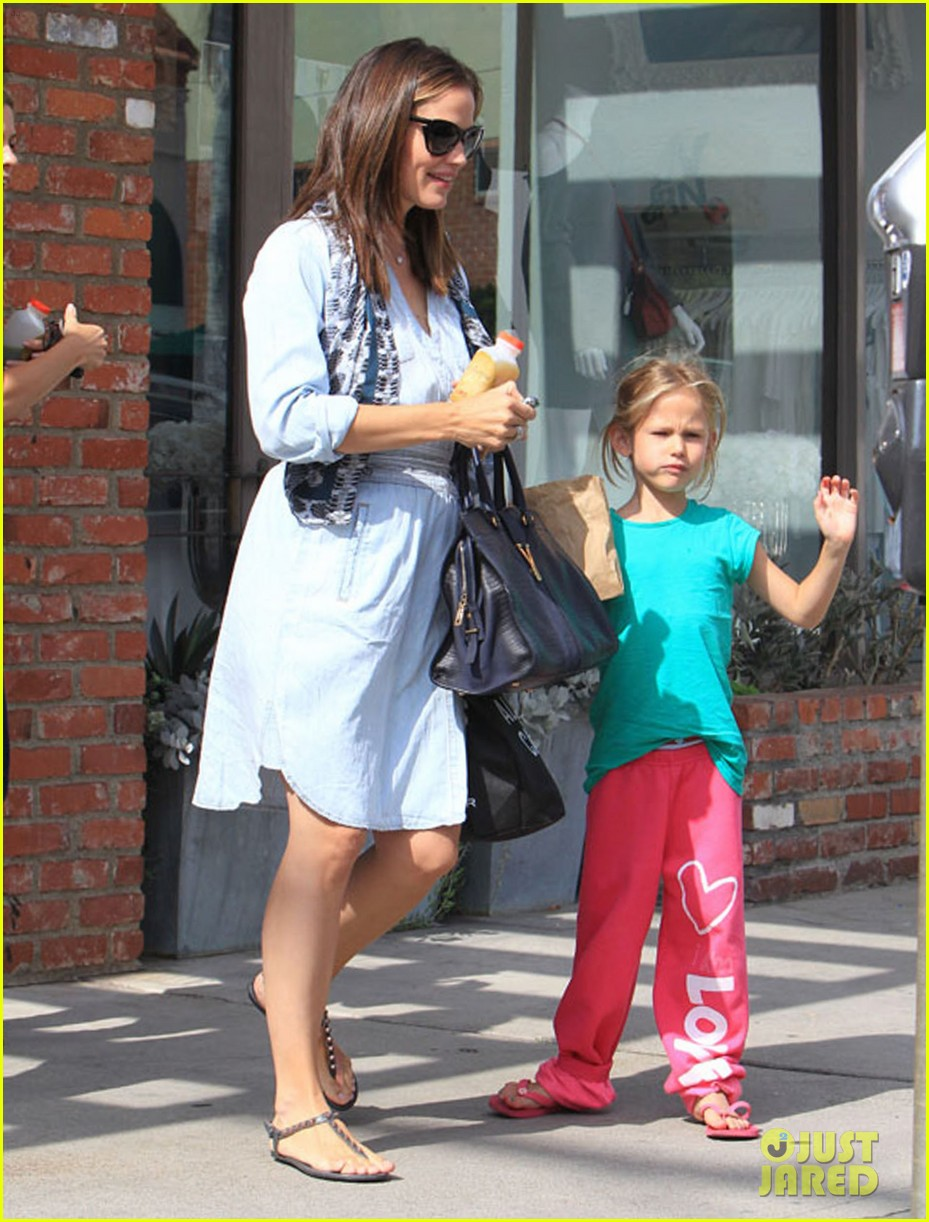 jennifer garner shopping with violet 052696685