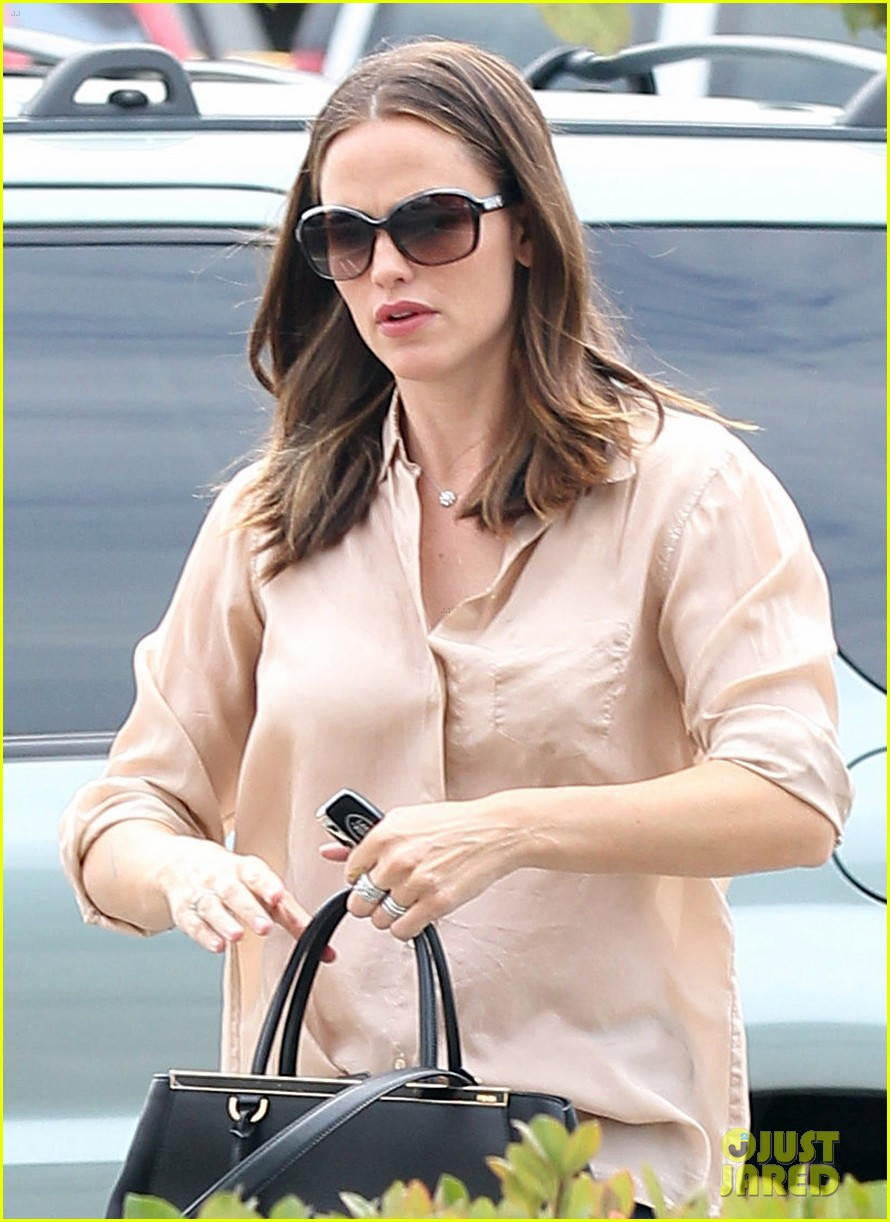 jennifer garner tavern 01