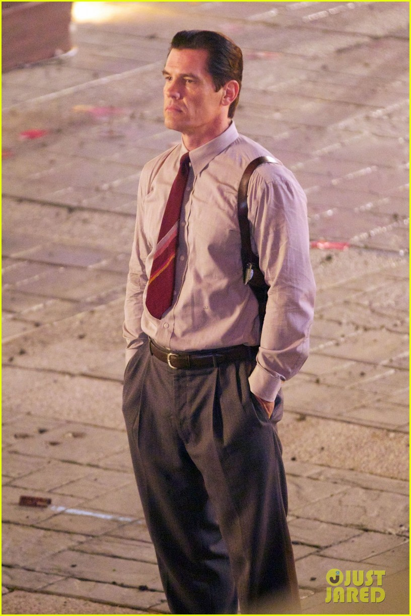 ryan gosling late night gangster squad reshoots 042707723