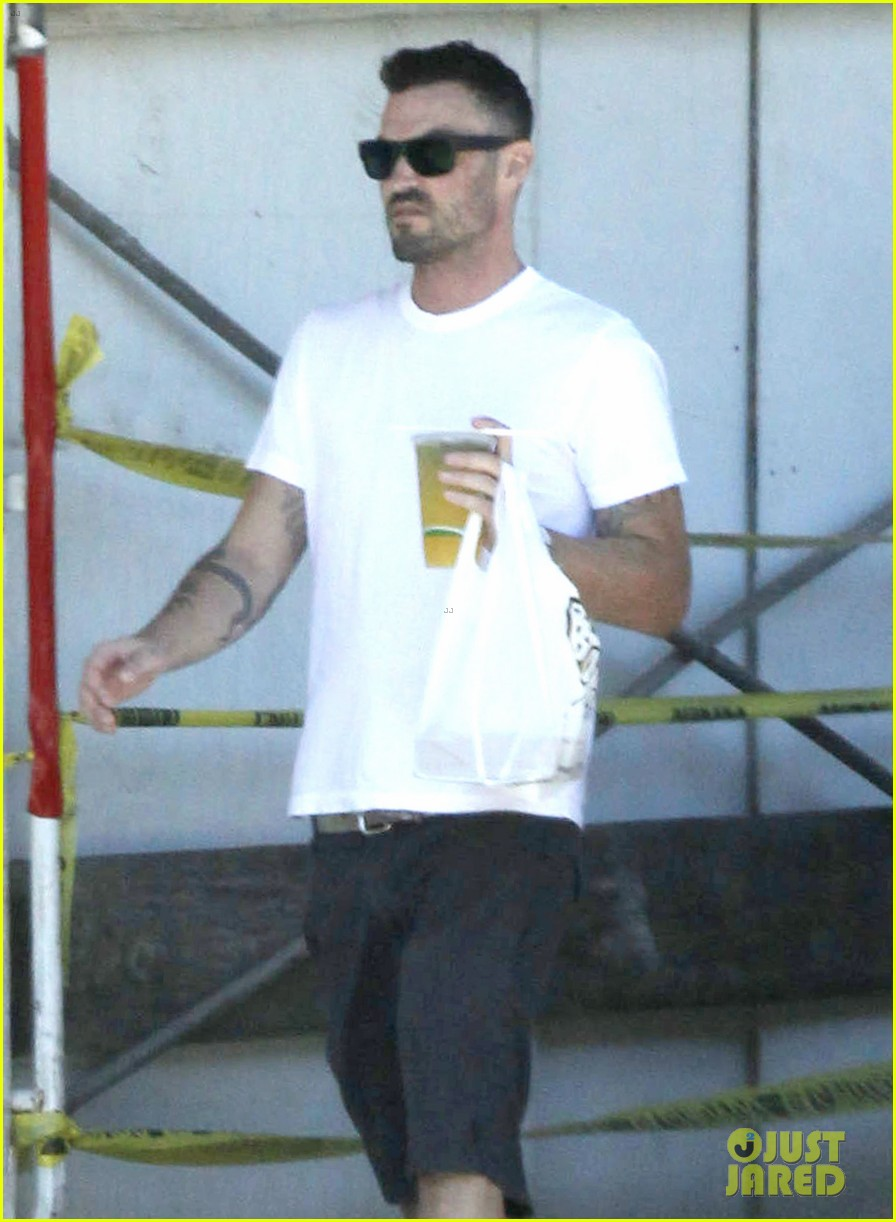 brian austin green le pain quotidien with megan fox 012701943
