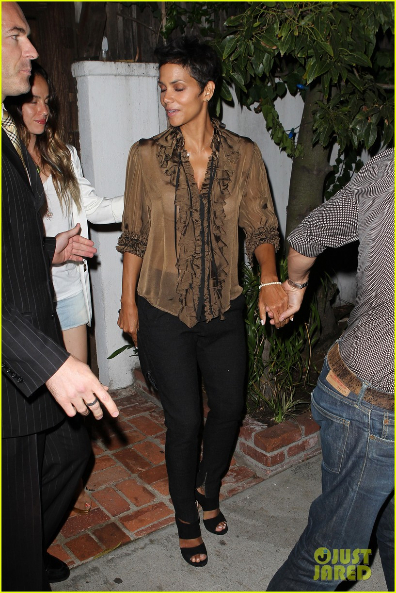 halle berry birthday dinner 112703130